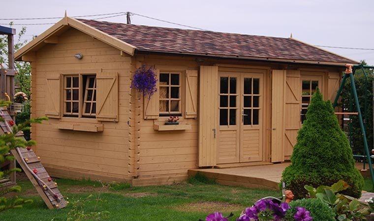 chalet de jardin habitable bois brut toit couvert en bardeaux. Black Bedroom Furniture Sets. Home Design Ideas