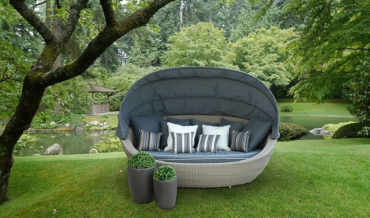 canap de jardin rond avec auvent en r sine tress e cloud. Black Bedroom Furniture Sets. Home Design Ideas