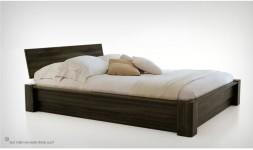 lit design bois massif avec coffre