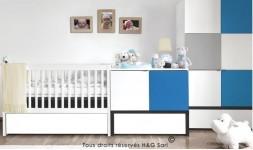 Lit bébé blanc et bleu en bois et table à langer