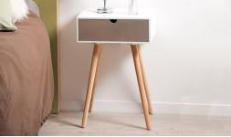 Table de nuit design en bois