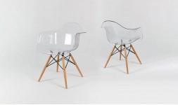 Fauteuil design transparent et pied en bois de hêtre