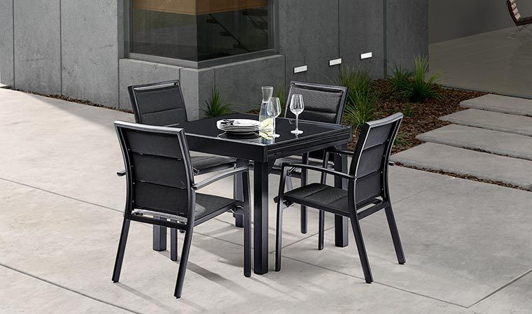 salon de jardin noir 4 fauteuils et table extensible modulo. Black Bedroom Furniture Sets. Home Design Ideas