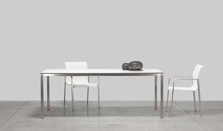 table de jardin en inox bross et plateau hpl haut de gamme. Black Bedroom Furniture Sets. Home Design Ideas
