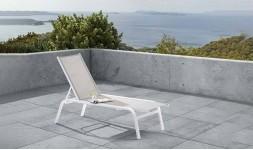 Bain de soleil design en alu blanc et tissu gris