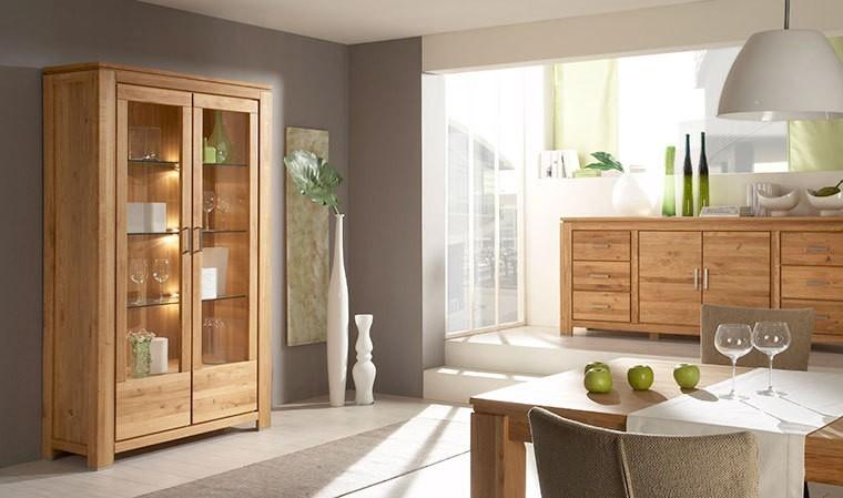 Vaisselie en bois avec portes vitrées