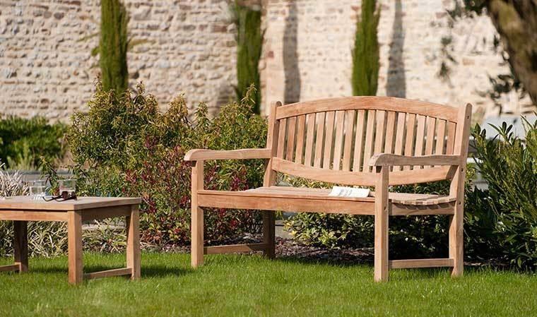 Banc d 39 ext rieur design en teck 3 places assises delhi - Banc jardin design ...