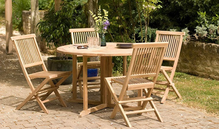 Table de jardin ronde rabattable en teck brut avec 4 - Salon de jardin en teck garden and co ...