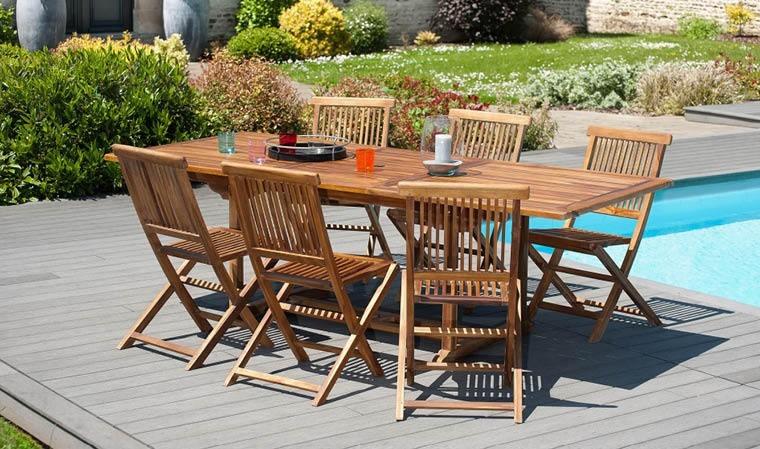 Salon de jardin en teck : une table extensible et 6 chaises pliantes