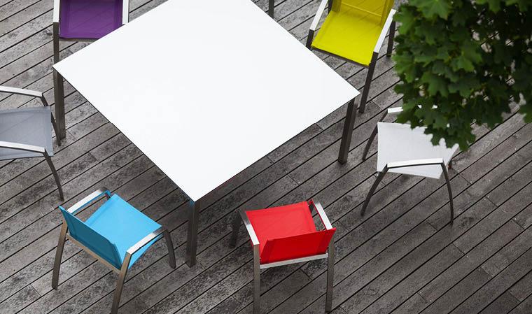 fauteuil de jardin design et coloré en inox et batyline