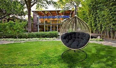 fauteuil suspendu beige et noir