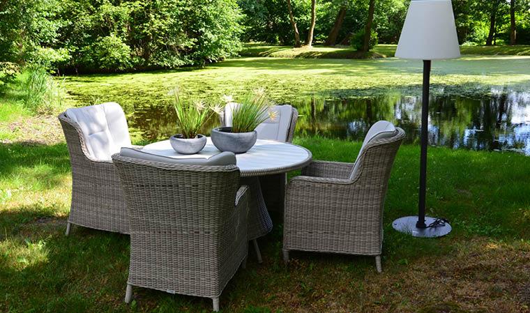 Salon de jardin en résine tressée grise haut de gamme