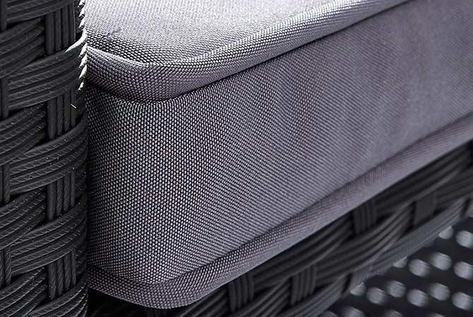 Salon bas de jardin avec coussins gris