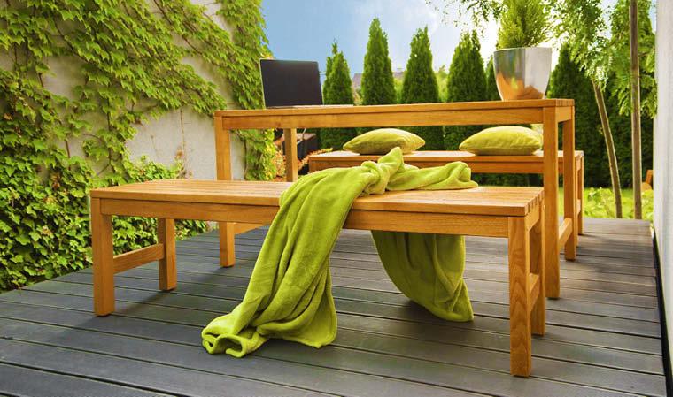 table en bois massif de jardin avec bancs