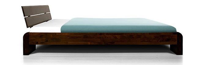 lit en bois massif avec matelas