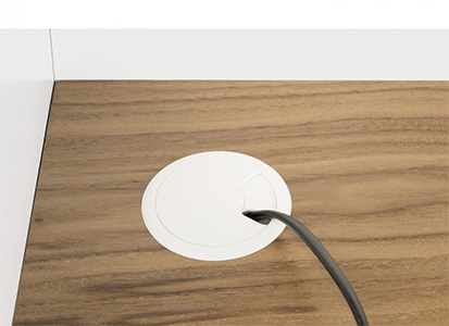 Bureau en bois avec passe câble