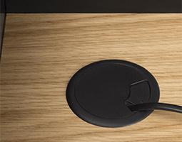 Bureau noir avec passe câble