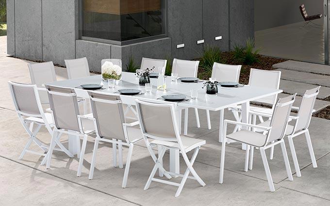 Chaise de jardin design blanche